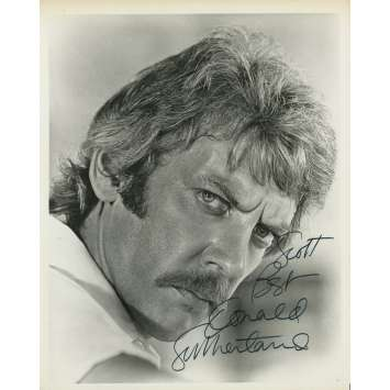 LADY ICE Original Photo Signed by Donald Sutherland - 8x10 in. - 1973