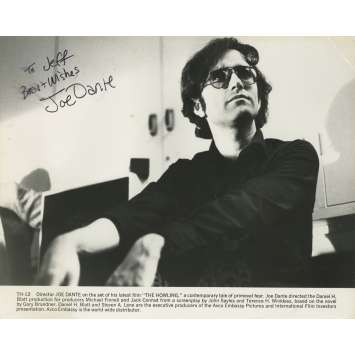 HURLEMENTS Photo signée - 20x25 cm. - 1981 - Patrick McNee, Joe Dante
