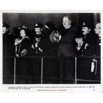 ET VOGUE LE NAVIRE Photo de presse N01 - 20x25 cm. - 1983 - Freddie Jones, Federico Fellini