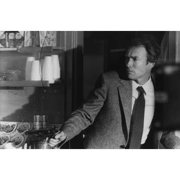 SUDDEN IMPACT Photo de presse N04 - 18x24 cm. - 1983 - Sondra Locke, Clint Eastwood