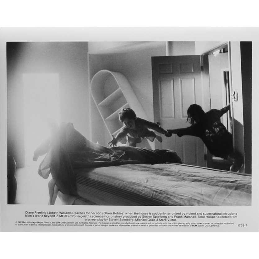 POLTERGEIST Photo de presse N7 - 20x25 cm. - 1982 - Heather o'rourke, Steven Spielberg