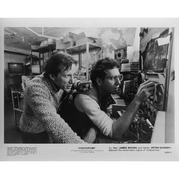 VIDEODROME Photo de presse N03 - 20x25 cm. - 1983 - James Woods, David Cronenberg