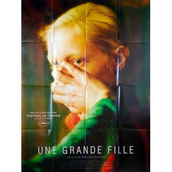 UNE GRANDE FILLE Affiche de film - 120x160 cm. - 2019 - Konstantin Balakire, Kantemir Balagov