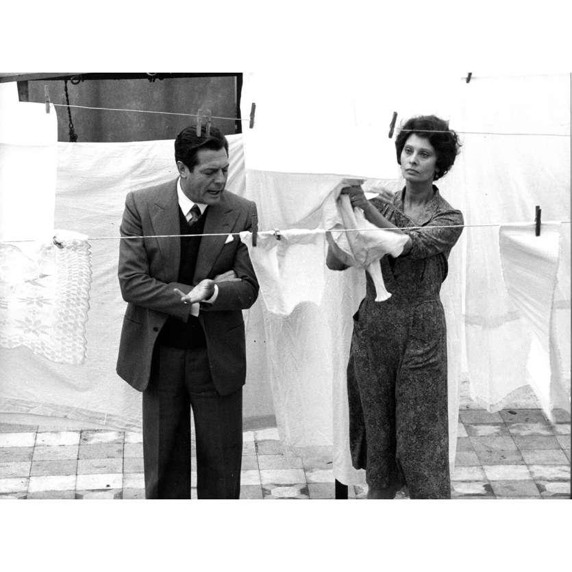A SPECIAL DAY Original Movie Still N05 - 7x9 in. - 1977 - Ettore Scola, Sophia Loren, Marcello Mastroianni