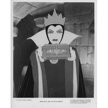 SNOW WHITE AND THE SEVEN DWARFS Movie Still N04 8x10 in. - R1975 - Walt Disney, Walt Disney