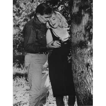 LES DESAXES Photo de presse N10 - 18x24 cm. - R1970 - Marilyn Monroe, John Huston
