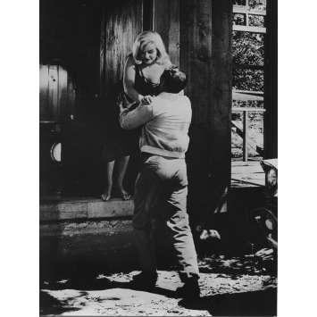 LES DESAXES Photo de presse N07 - 18x24 cm. - R1970 - Marilyn Monroe, John Huston