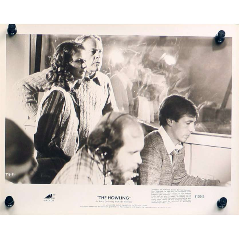 HURLEMENTS Photo de presse TH-11 - 20x25 cm. - 1981 - Patrick McNee, Joe Dante