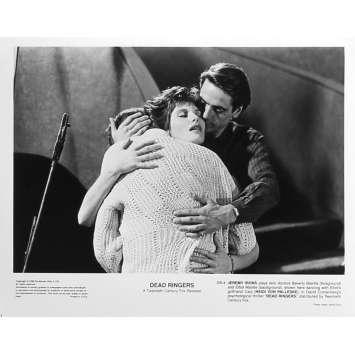 FAUX SEMBLANTS Photo de presse DR-4 - 20x25 cm. - 1988 - Jeremy Irons, David Cronenberg