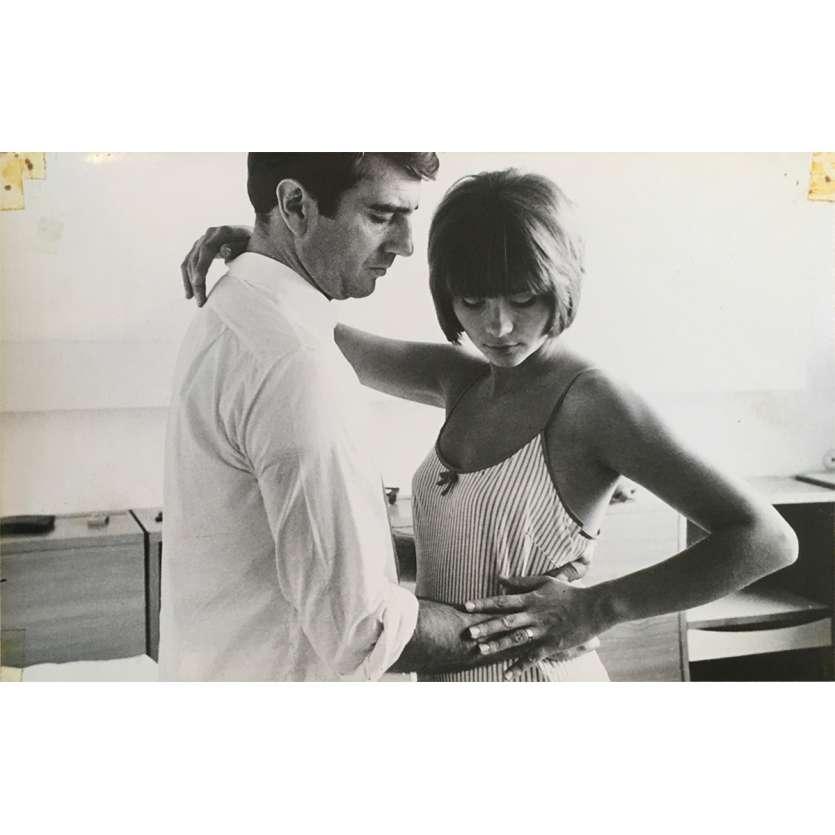 UNE FEMME MARIEE Photo de presse N02 - 20x25 cm. - 1964 - Bernard Noël, Macha Méril, Jean-Luc Godard