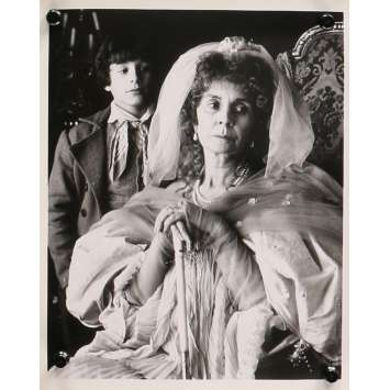 DE GRANDES ESPERANCES Photo de presse - 20x25 cm. - 1989 - Jean Simmons, John Rhys-Davies