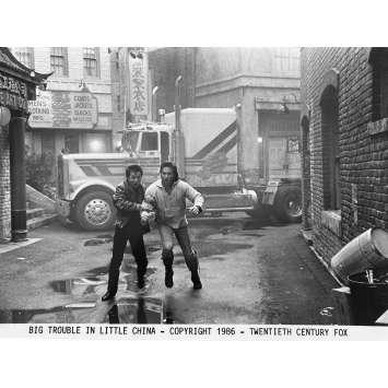 LES AVENTURES DE JACK BURTON Photo de presse N8 - 20x25 cm. - 1986 - Kurt Russel, John Carpenter