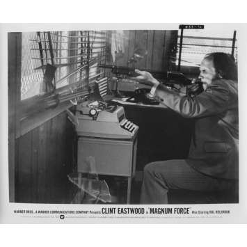MAGNUM FORCE Photo de presse N76 - 20x25 cm. - 1973 - Clint Eastwood, Ted Post