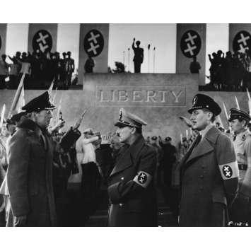 LE DICTATEUR Photo de presse P-128-6 - 20x25 cm. - 1940 - Paulette Goddard, Charles Chaplin