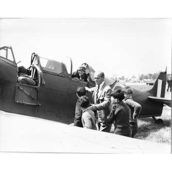 LA BATAILLE D'ANGLETERRE Photo de presse - 20x25 cm. - 1944 - Douglas Bader, Frank Capra
