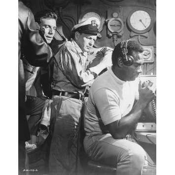LE HOLD-UP DU SIECLE Photo de presse N2 - 20x25 cm. - 1966 - Frank Sinatra, Virna Lisi, Jack Donohue