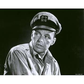 LE HOLD-UP DU SIECLE Photo de presse N27 - 20x25 cm. - 1966 - Frank Sinatra, Virna Lisi, Jack Donohue