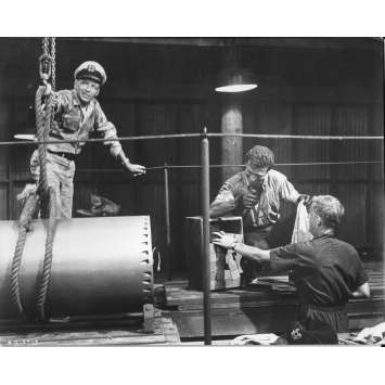 LE HOLD-UP DU SIECLE Photo de presse N7 - 20x25 cm. - 1966 - Frank Sinatra, Virna Lisi, Jack Donohue