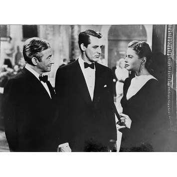 LES ENCHAINES Photo de presse - 13x18 cm. - R1970 - Cary Grant, Ingrid Bergman, Alfred Hitchcock