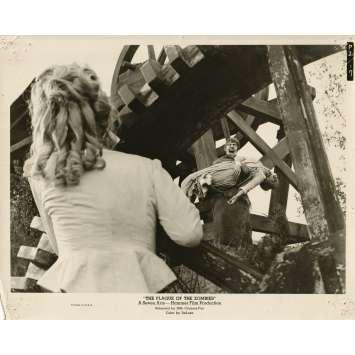 L'INVASION DES MORT-VIVANTS Photo de presse - 20x25 cm. - 1966 - André Morell, John Gilling