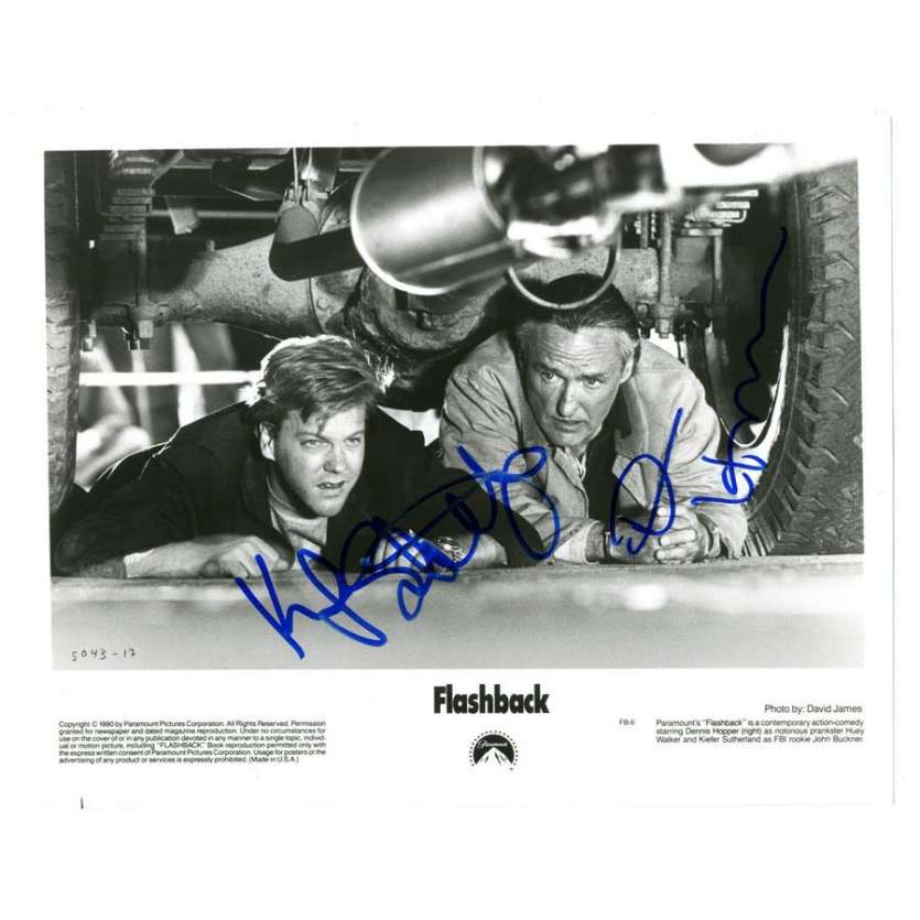 KIEFER SUTHERLAND/DENNIS HOPPER signed 8x10 still '90 both hiding under a car from Flashback!