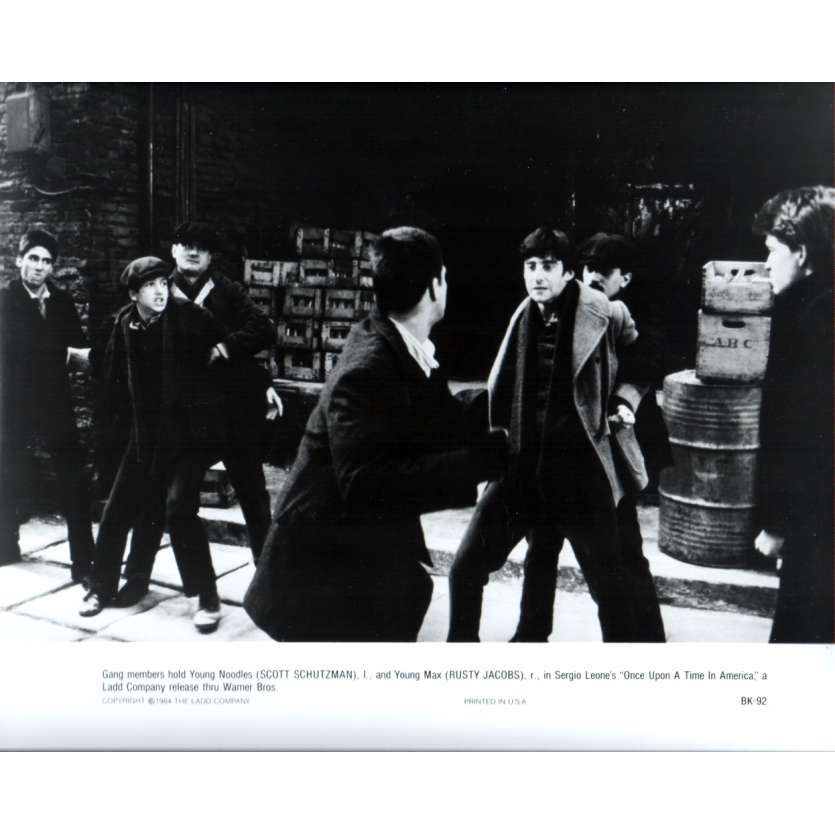 ONCE UPON A TIME IN AMERICA Press Still US '84 Sergio Leone, Robert de Niro N10