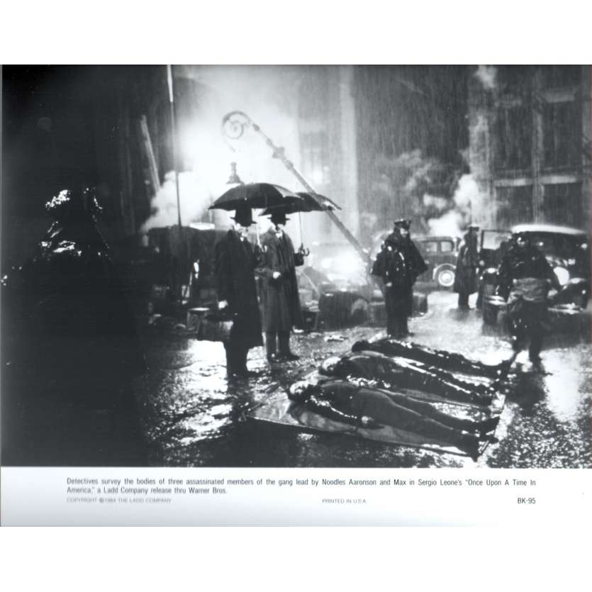 ONCE UPON A TIME IN AMERICA Press Still US '84 Sergio Leone, Robert de Niro N6
