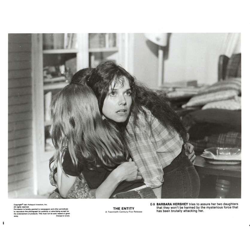 L'EMPRISE Photo de presse N3 20x25 - 1981 - Barbara Hershey, Sidney J. Furie