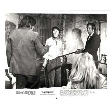 STRAW DOGS 8x10 still N9 '72 Dustin Hoffman, directed by Sam Peckinpah